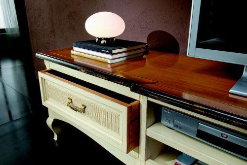 Arredamento particolare tavolo per soggiorno particolare for Arredamento particolare